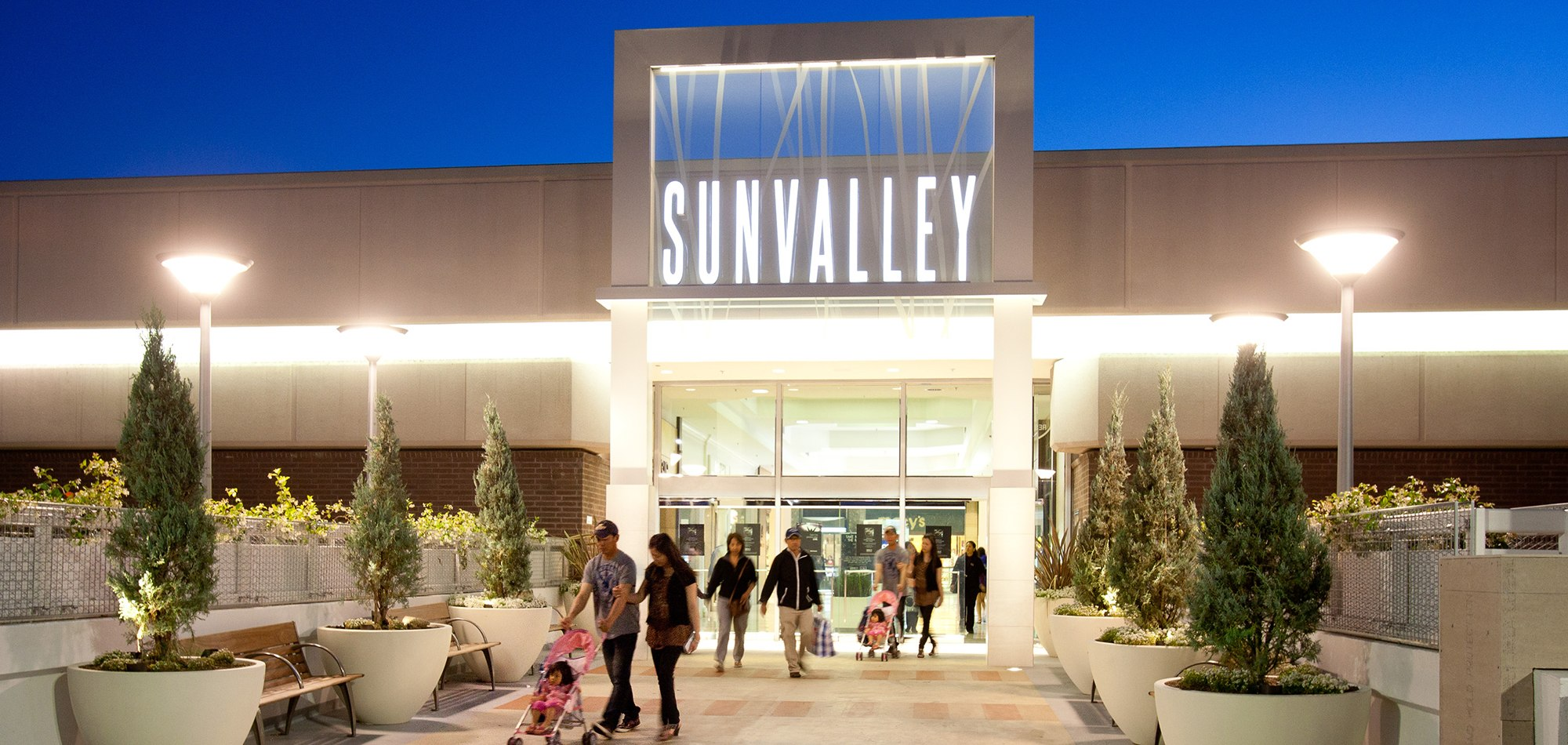 Sunvalley is the largest regional shopping center in the heart of affluent Contra Costa County, featuring a collection of more than retail shops, services and restaurants.6/10(10).